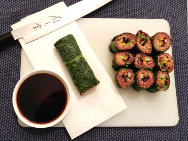 Quinoa-Sushi-mit-Rote-Rüben-Hummus