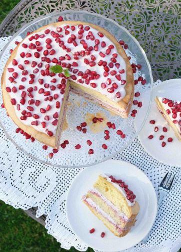 Granatapfel-Torte-Rezept-Biskuit-Topfen